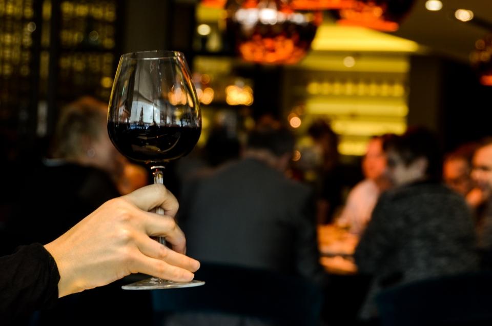 glutenologia.pl - Jak podawać wino w restauracji